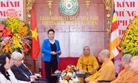 Visite de la présidente de l'AN à l'Église bouddhique du Vietnam