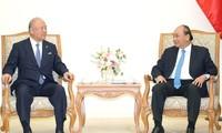 Le conseiller spécial de l'Union parlementaire d'amitié Japon-Vietnam reçu par Nguyên Xuân Phuc