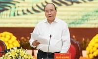 Nguyên Xuân Phuc travaille avec les dirigeants des provinces du Nord