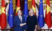 Nguyên Xuân Phuc reçoit Federica Mogherini