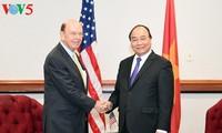 Премьер-министр СРВ Нгуен Суан Фук принял министра торговли США