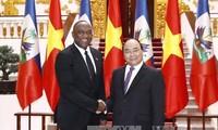 Премьер Вьетнама принял председателя Сената Республики Гаити