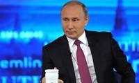 Путин в 16-й раз пообщался с россиянами в формате прямой линии