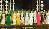В городе Хюэ прошел Фестиваль традиционных платьев «ао-зай»