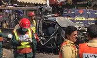 Пакистан: в результате взрыва у мечети погибли десятки человек