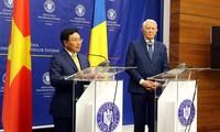 베트남 외무부 장관인 팜빈민 부총리, 루마니아 공식 방문