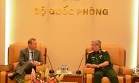 Nguyen Chi Vinh 국방부 차관, Gareth Ward 영국 대사 접견