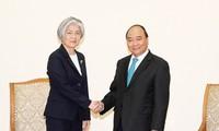 응웬쑤언푹 (Nguyễn Xuân Phúc) 국무총리, 2018 아세안 세계경제포럼 (WEF ASEAN 2018) 참석 차 베트남을 방문하는 한국 외무부 장관 접견