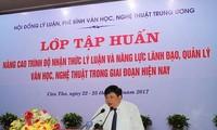 베트남 남부의 문학 및 예술 이론 연수 교육