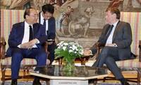 응우엔 쑤언 푹 (Nguyễn Xuân Phúc) 국무총리, 벨기에 하원 의장 접견, 유럽연합과  벨기에 대기업들  회견