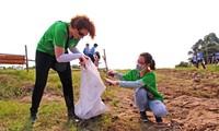 """""""녹색 하노이""""를 위한 하노이 청소년 자원 봉사 활동"""