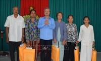 베트남 쩐꾸옥브엉 (Trần Quốc Vượng) 비서위원회 상임위원, 짜빈 성 지도자들과 회의