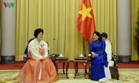 당 티 응옥 틴 (Đặng Thị Ngọc Thịnh) 부주석, 조선-베트남 친선협회 대표단 접견
