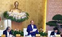 응우옌 쑤언 푹 총리, 외국인 투자 유치를 계속하여 경제발전 동력 마련