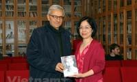 호찌민 주석의 내용에 대한 책, 이탈리어로 출판