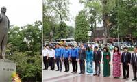 베트남 하노이 시 지도자들, 레닌 동상에 헌화