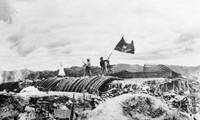 띠엔 비엔 푸 승리 65주년 기념: 디엔 비엔 푸 승리의 독립, 자주,  결전과 필승의 정신을 발휘함으로써 조국 건설 및 보호 사업의 승리를  실현한다.