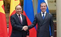 응우옌 쑤언 푹 총리, 러시아 드미트리 메드베데프 총리와 회담