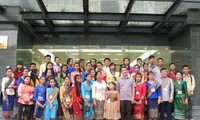Đoàn thanh thiếu nhi kiều bào Lào về thăm Việt Nam