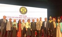 Để văn học Việt Nam đến với bạn bè quốc tế