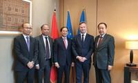 Đặc phái viên của Thủ tướng Chính phủ Việt Nam thăm Pháp