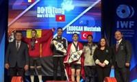 Đô cử 15 tuổi Việt Nam đoạt 3 Huy chương vàng cùng kỷ lục cử tạ trẻ thế giới