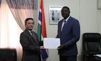 Đại sứ Việt Nam tại Gambia trình Quốc thư