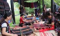 Sản phẩm nghề truyền thống tại Festival Nghề truyền thống Huế năm 2019