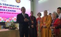 Phó Thủ tướng Trương Hòa Bình thăm các phóng viên tác nghiệp tại Vesak 2019