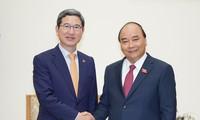 Thủ tướng Nguyễn Xuân Phúc tiếp Chủ tịch Nhóm Nghị sĩ hữu nghị Hàn - Việt Kim Hack Yong