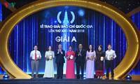 Thủ tướng Nguyễn Xuân Phúc dự và trao giải cho các tác giả xuất sắc đoạt Giải Báo chí quốc gia năm 2018