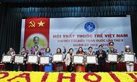 Dokter muda Vietnam melatih moral dan profesi demi kesehatan masyarakat