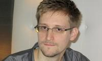 Edward Snowden menarik kembali  surat permintaan  suaka politik  di Rusia