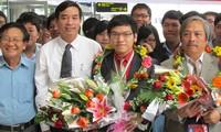 Upacara menyambut rombongan pelajar peserta  Olympiade Fisika Internasional 2013