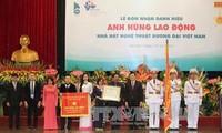 Вьетнамскому театру современных искусств и больнице «Дружба» присвоено звание «Герой труда»