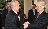 Руководители Вьетнама и Камбоджи поздравили друг друга с 50-летием установления дипотношений