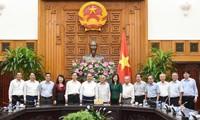 Нгуен Суан Фук провел рабочую встречу с Вьетнамской ассоциацией бывших педагогов