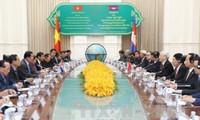 Вьетнам и Камбоджа сделали совместное заявление в ходе визита генсека ЦК КПВ Нгуен Фу Чонга