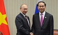 Поздравительные телеграммы по случаю Дня России