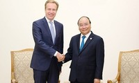 Премьер Вьетнама Нгуен Суан Фук принял президента ВЭФ Бёрге Бренде