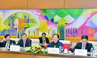 Тонг Тхи Фонг провела переговоры с вице-спикером парламента Лаоса