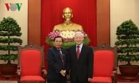 Генсек ЦК КПВ Нгуен Фу Чонг принял вице-спикера лаосского парламента