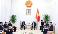Премьер Вьетнам Нгуен Суан Фук принял вице-спикера парламента Лаоса