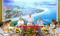 Премьер Вьетнама Нгуен Суан Фук провел рабочую встречу с руководством провинции Куангбинь