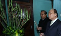 Премьер Вьетнама зажёг благовония в память о Президенте Хо Ши Мине