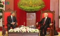 Генсек ЦК КПВ Нгуен Фу Чонг принял вице-премьера Госсовета КНР и президента Индонезии