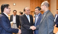 Премьер Вьетнама Нгуен Суан Фук провёл рабочую встречу со своей группой экономических советников