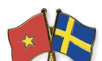 Поздравительные телеграммы в честь 50-летия установления дипотношений между Вьетнамом и Швецией