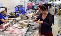 Все районы Вьетнама запасаются товарами на традиционный новогодний праздник