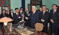 Нгуен Фу Чонг зажёг благовония в память о Президенте Хо Ши Мине